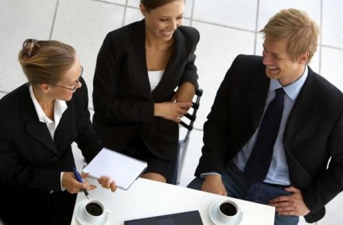 Como lidar com comportamentos difíceis de colegas de trabalho?