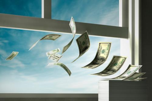 5 atitudes que fazem você perder dinheiro