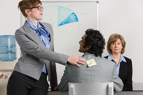 Bullying no trabalho afeta o clima organizacional e desmotiva funcionários