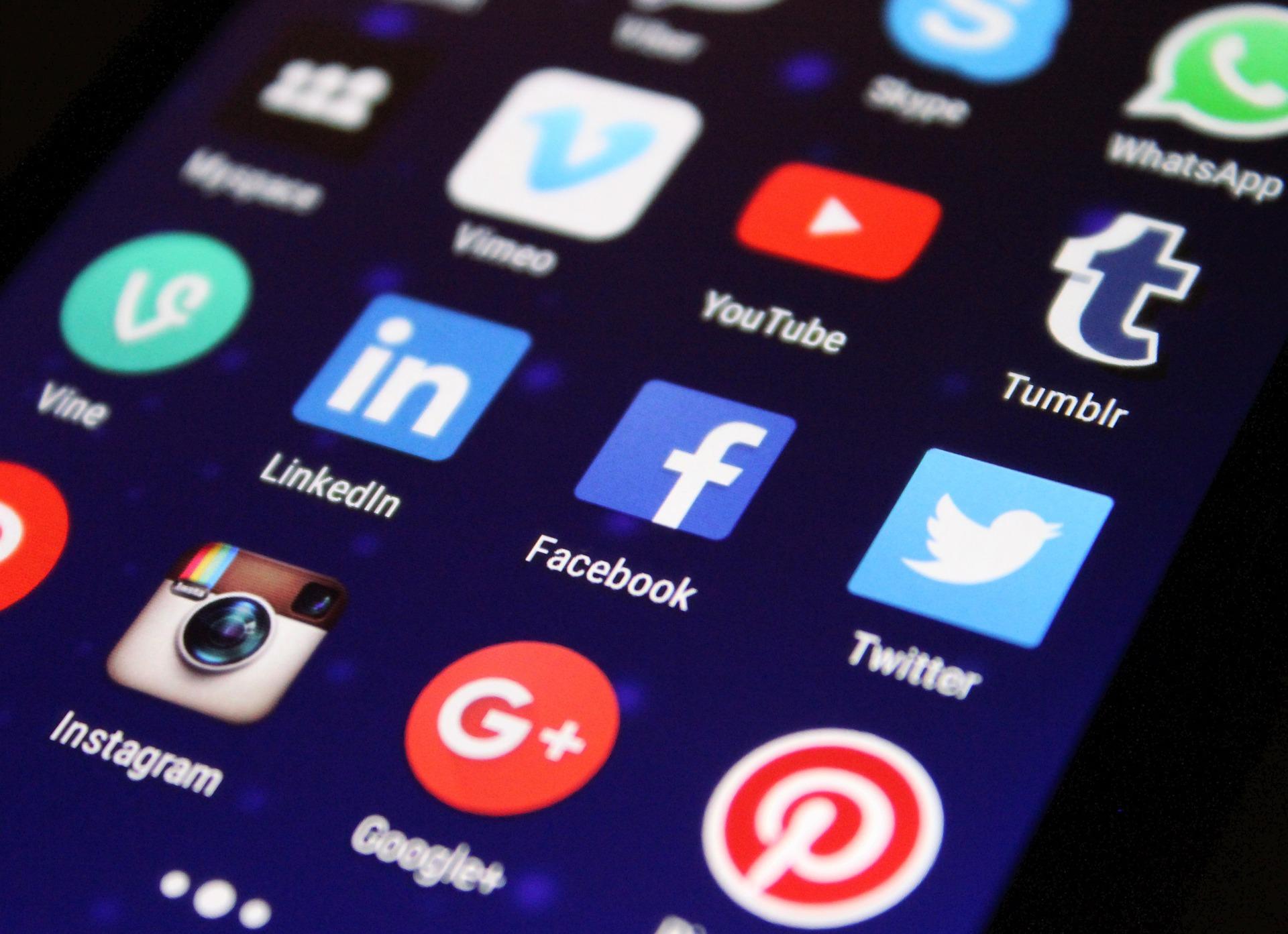 Redes sociais no trabalho: proibir ou liberar?